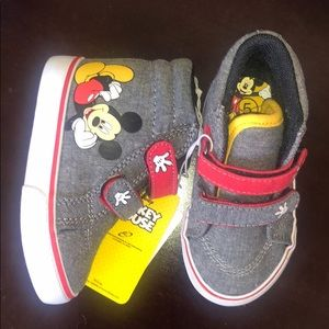 NWT Mickey Mouse Velcro sneakers size 5